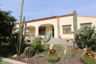 Villa in Elche For Sale