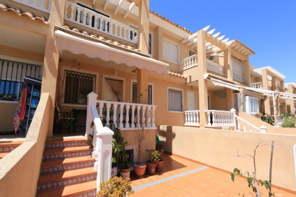 Santa Pola Terraced House with Swimming-Pool