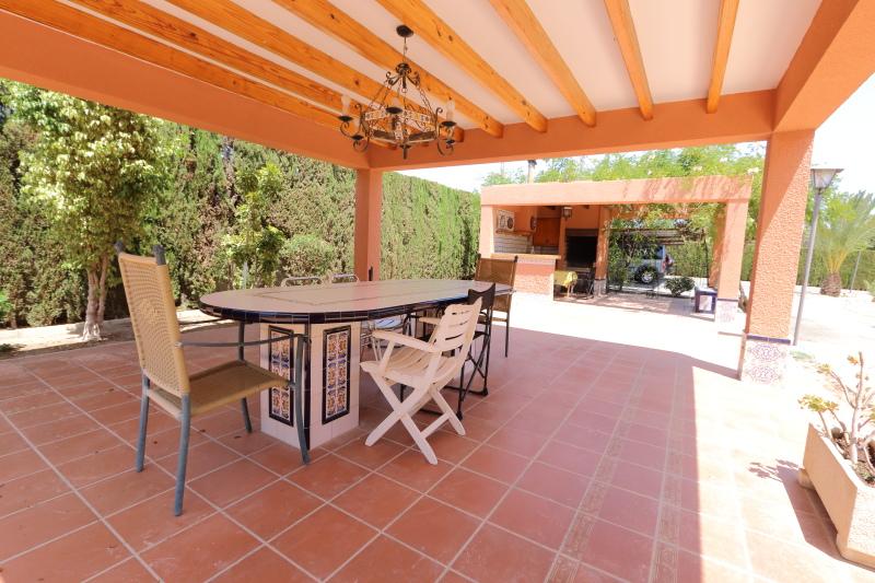 8-room-elche-villa-sale-alicant38-800x533