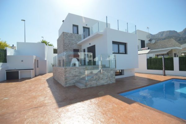 Modern Villa in Polop with pool and 400m2 plot
