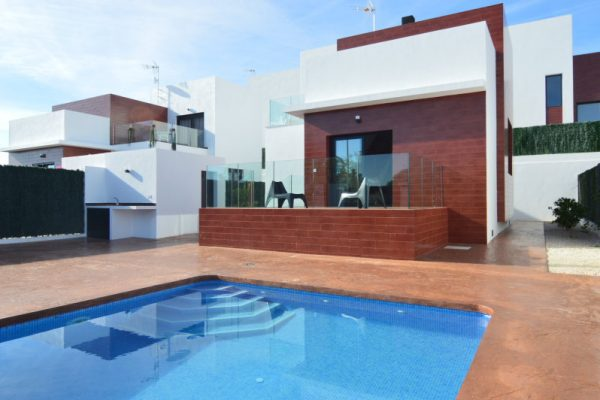 New Build Villa with pool and 400m2 plot