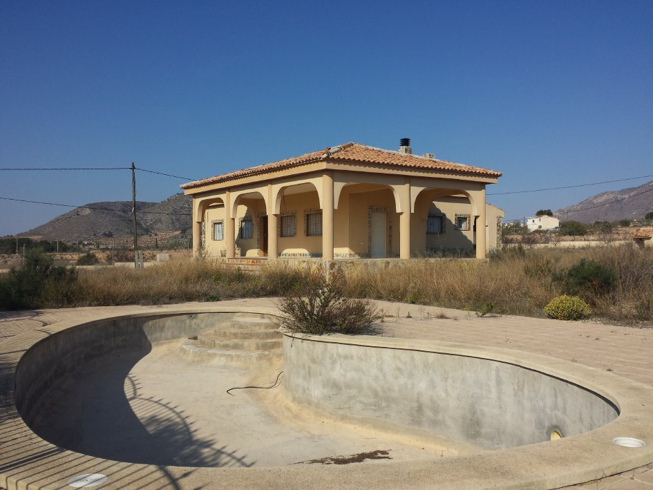 Villa La Canalosa with 10.000m Plot | Alicante Property