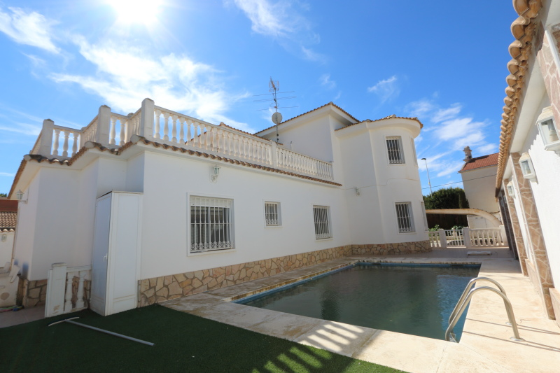 Valverde Villa For Sale With Pool 6 bedrooms and 800 sqm Plot