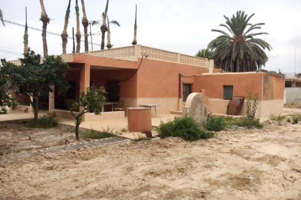 Villa Elche with 4.000sqm fenced Plot For Sale
