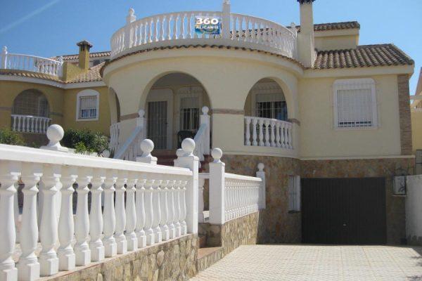 Monte y Mar Villa For Sale with 450sqm Plot
