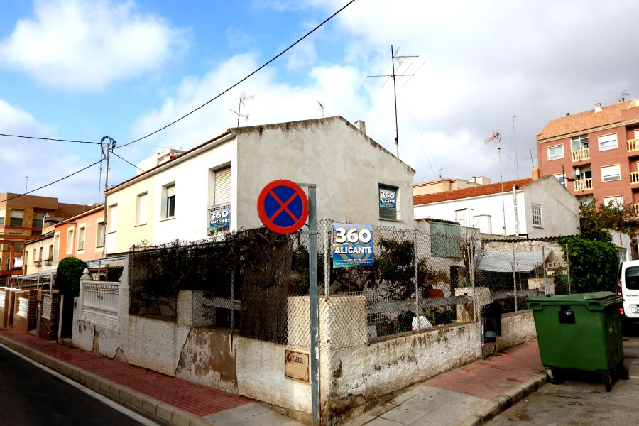 Santa Pola Villa For Sale with 200 sq. m. Plot