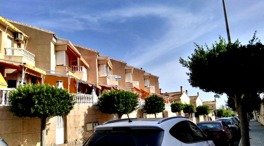 Semi-Detached Bungalow in Santa Pola For Sale with 3 bedrooms