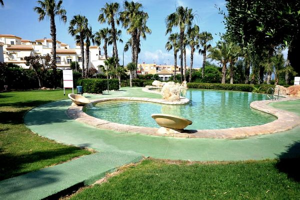 Altomar Villa For Sale in Santa Pola with 3 bedrooms