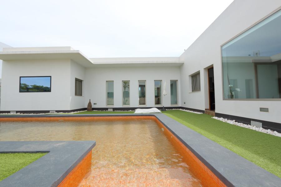 Design Villa Alicante with Swimming Pool For Sale