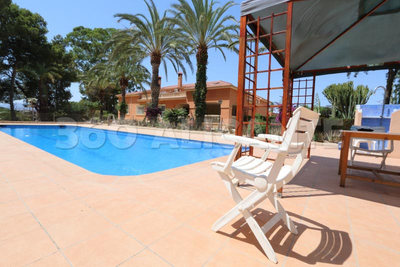 Elche Villa For Sale with pool and Guest House