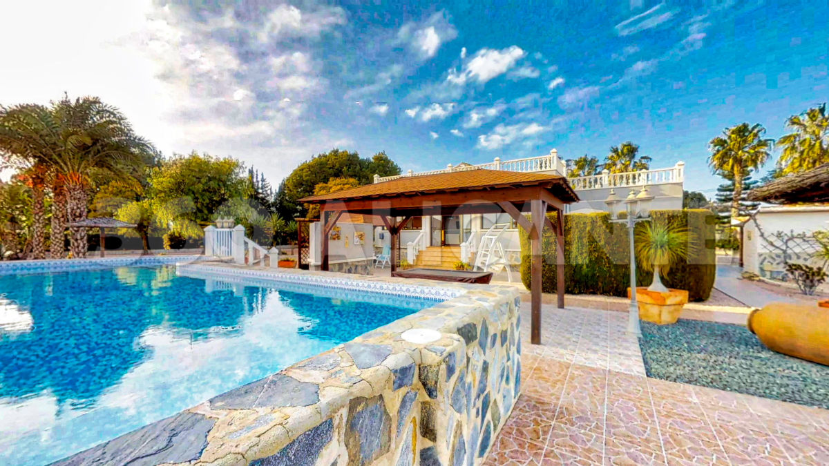 Dolores Villa for sale with swimming-pool and 5900m2 plot