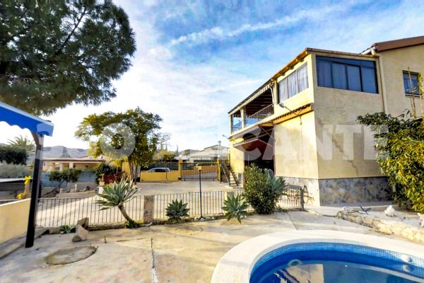 Villa in Elche with Warehouse, Factory – Swimming-pool