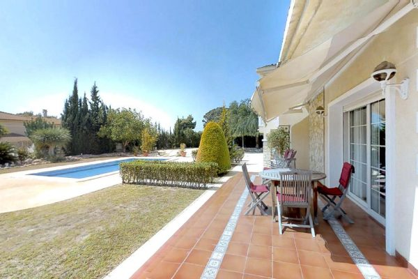 Santa Pola Villa, 5 bed, 4 bath, basement, swimmingpool