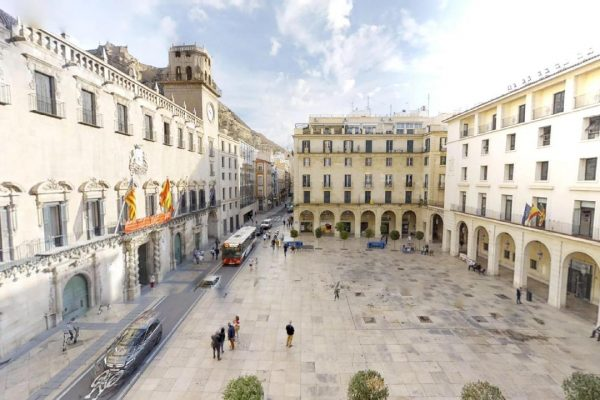 Plaza del Ayuntamiento, 3 bed, 2 bath Apartment Historical Centre
