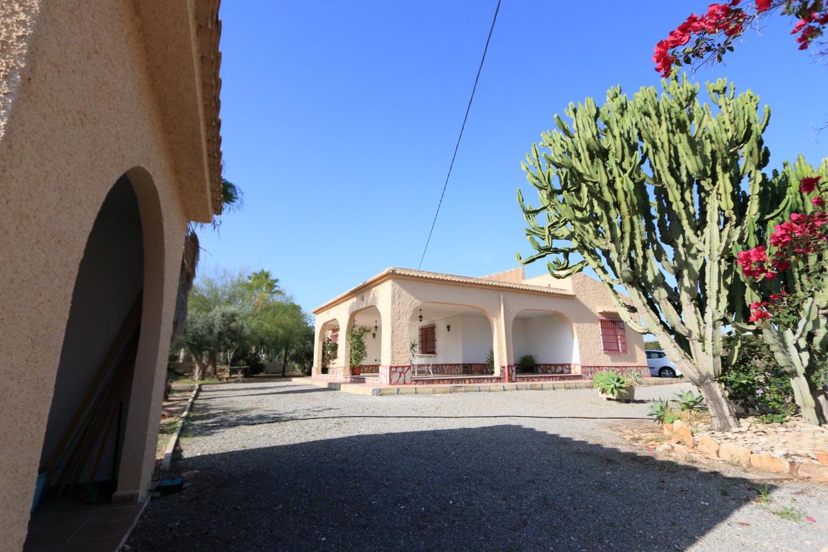 Altet Villa For Sale, 2.200sqm Plot