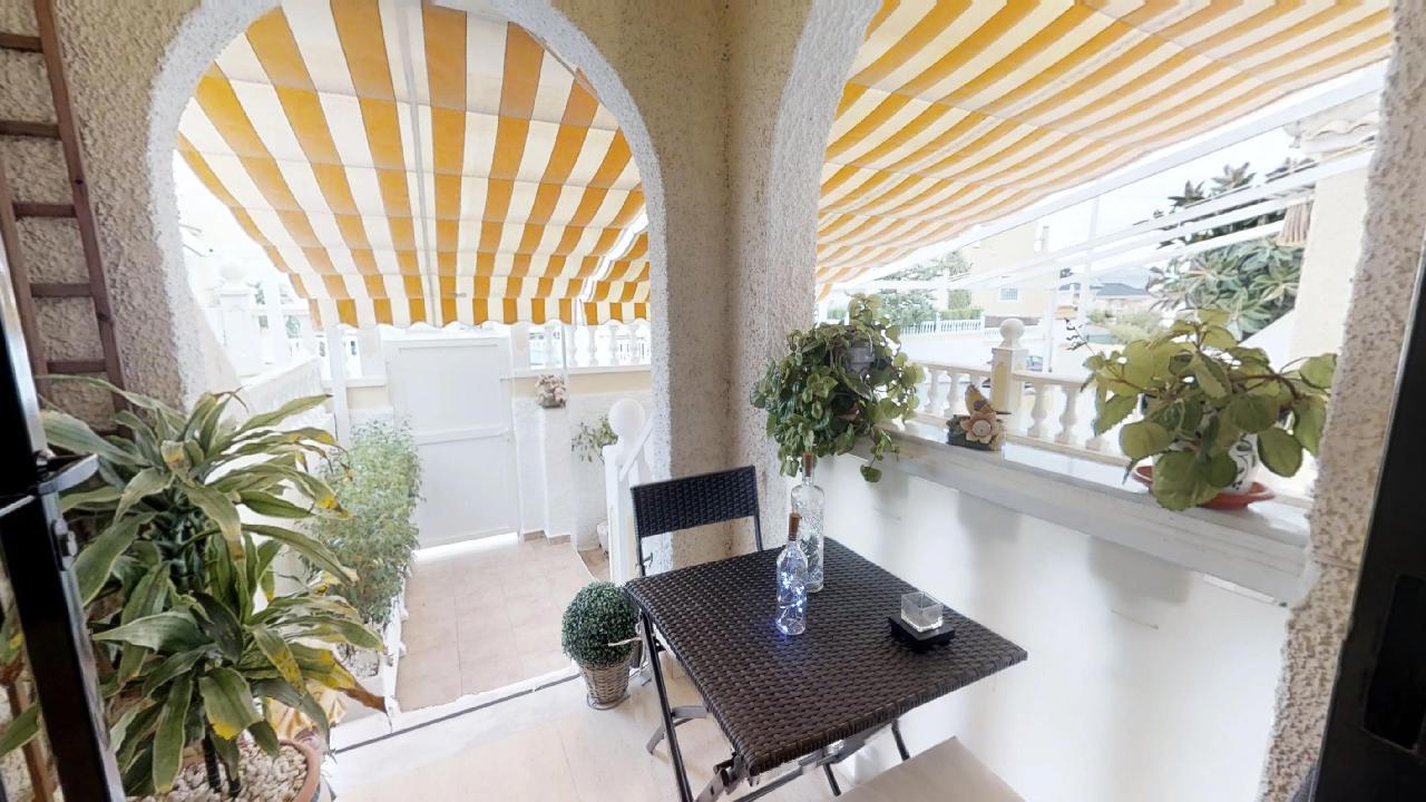 Alicante Bungalow with basement and solarium